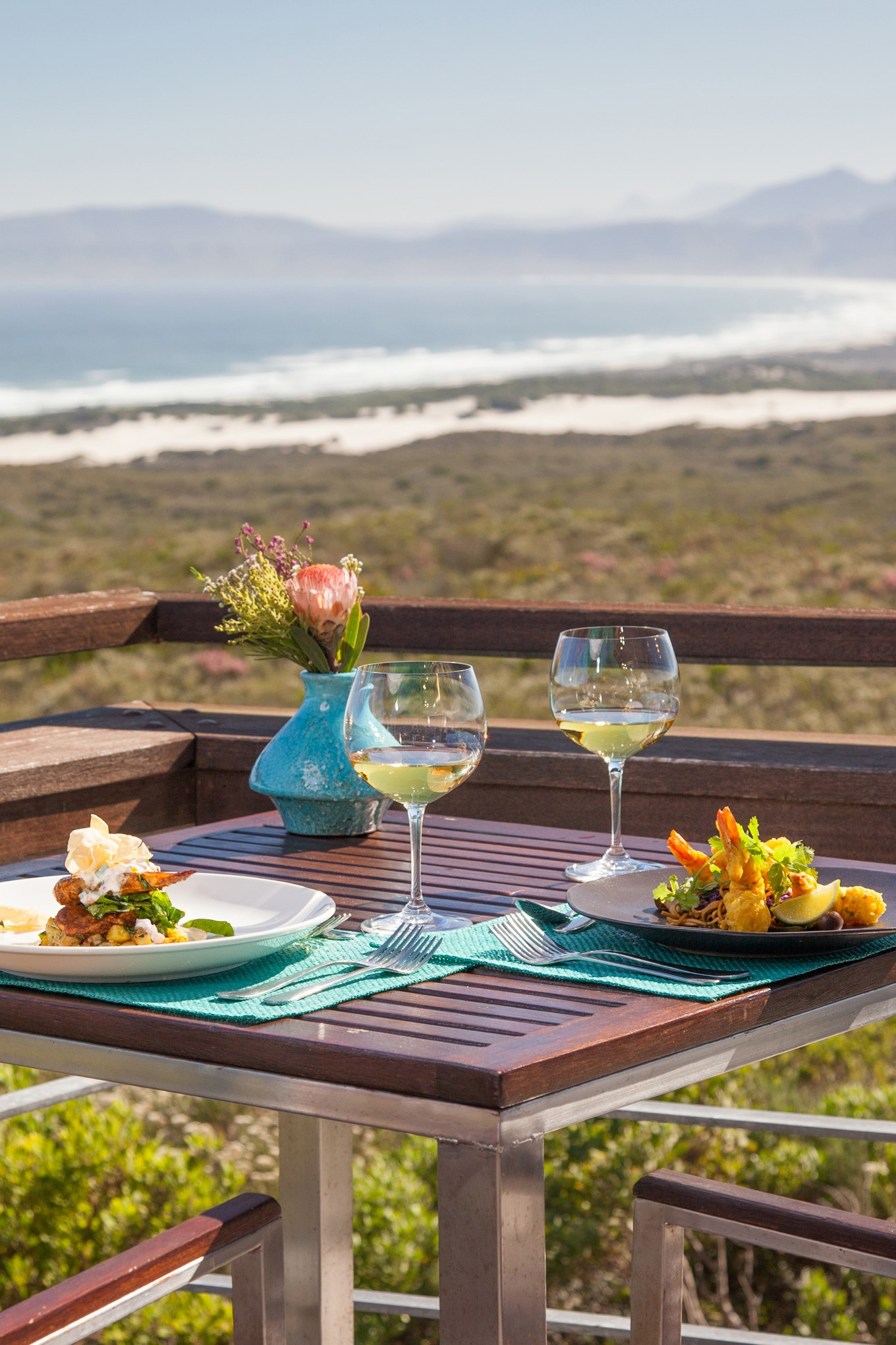 web-grootbos-accommodation-forest-lodge-dining-deck-05 (2)
